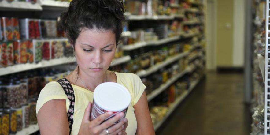 El etiquetado frontal de advertencia sirve, según sus impulsadores, para tomar decisiones de consumo realmente informadas
